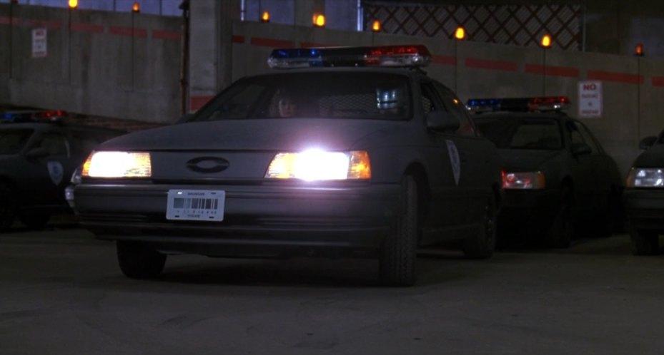 "2006 Ford Taurus >> IMCDb.org: 1989 Ford Taurus in ""RoboCop 3, 1993"""
