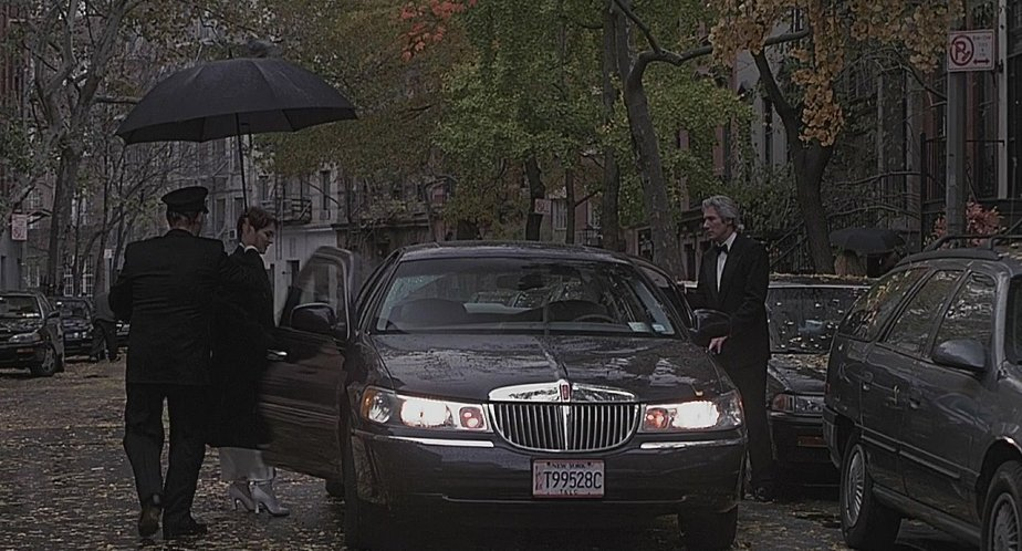 1998 lincoln town car signature series in autumn in new york 2000. Black Bedroom Furniture Sets. Home Design Ideas