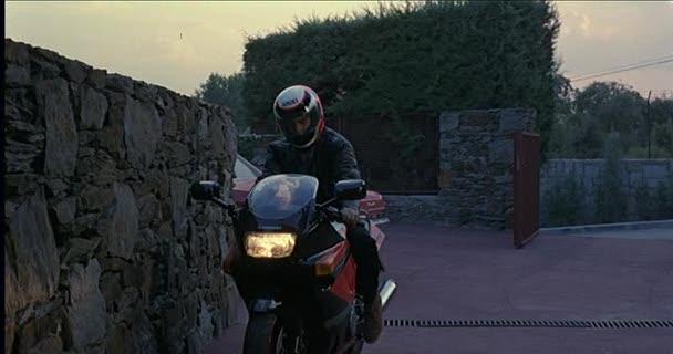 "IMCDb.org: 1990 Kawasaki ZZR 1100 in ""Tesis, 1996"" - photo#34"