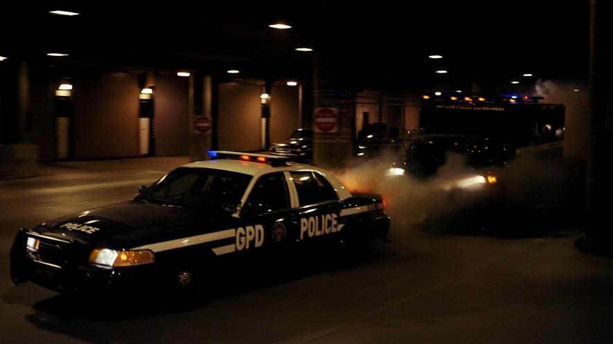 "Ford Crown Victoria Police Interceptor >> IMCDb.org: 1999 Ford Crown Victoria Police Interceptor [P71] in ""The Dark Knight, 2008"""