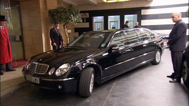 mercedes benz e klasse stretched limousine v211 in hotel babylon 2006 2009. Black Bedroom Furniture Sets. Home Design Ideas