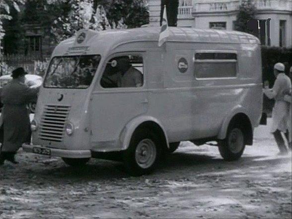 renault 1000 kg ambulance in bouche cousue 1960. Black Bedroom Furniture Sets. Home Design Ideas