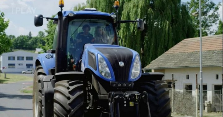 New Holland T8390