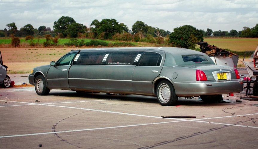 "Lincoln Town Car 2016 >> IMCDb.org: 1999 Lincoln Town Car Stretched Limousine in ""The Grand Tour, 2016-2019"""