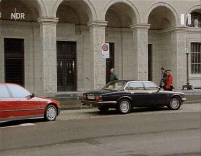 "IMCDb.org: 1993 Jaguar XJ12 XJ81 in ""Schwarz Rot Gold ..."