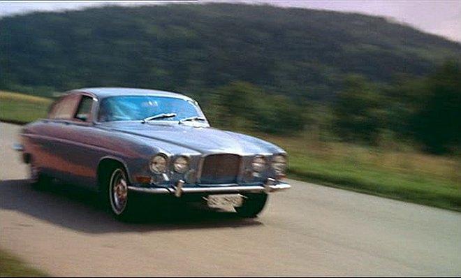 "IMCDb.org: 1962 Jaguar Mk.X in ""Jeu de massacre, 1967"""