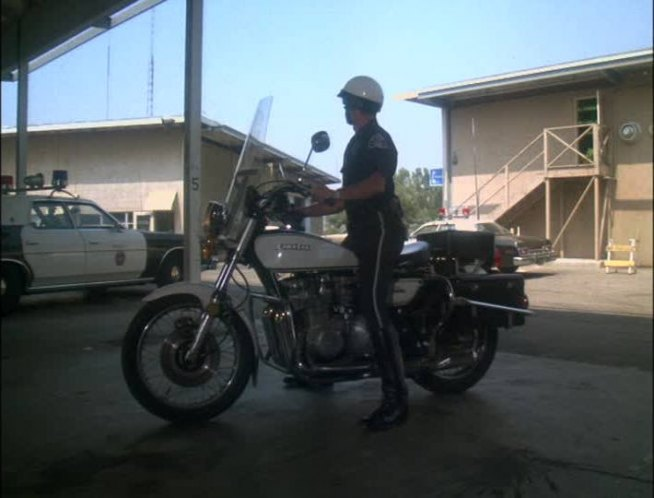 IMCDb.org: 1976 Kawasaki KZ 900 C2 Police [KZ900 C2] in