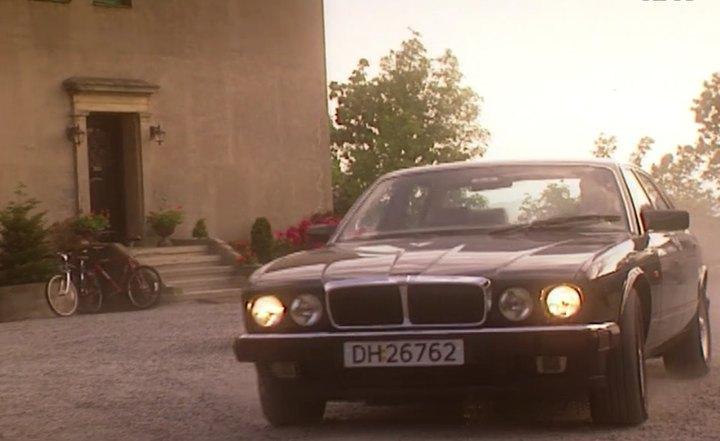 """IMCDb.org: 1993 Jaguar XJ6 4.0 S XJ40 in """"Asylet, 1995-1998"""""""